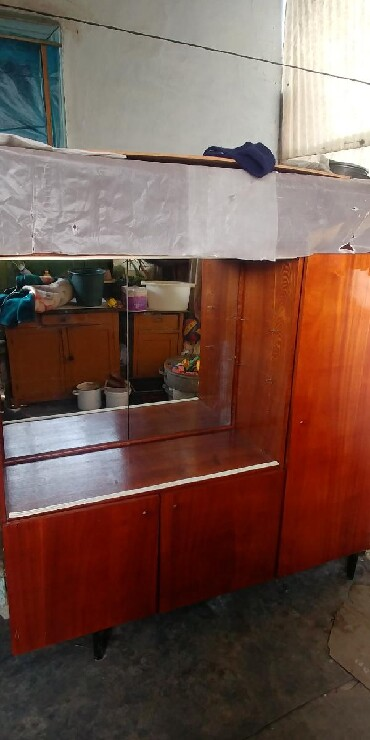 продам клексан в Кыргызстан: Продам сервант не дорого, в хорошем состоянии. Самовывоз. Прошу 1500
