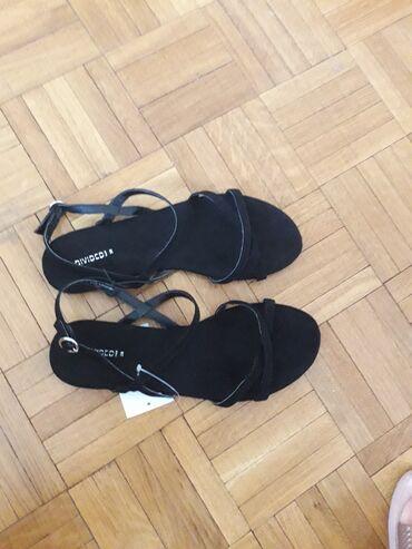 Nove HM sandale