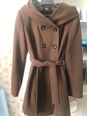 ������������ �������������� �� �������������� в Кыргызстан: Пальто с капюшоном. Осень зима весна, состояние хорошее покупали