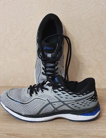 Продаю кроссовки 42го размера, в отличном состоянии, мягкие, не
