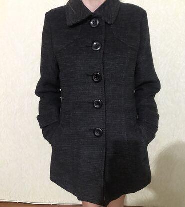 женское пальто в Кыргызстан: Продаю женское пальто тёплое размер s-42, серое