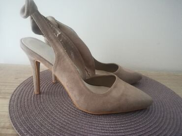 Personalni proizvodi - Srbija: Šafran cipele na štiklu broj 40. Nošene su jednom. Pozadi imaju