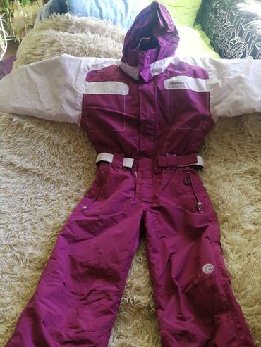 Женская одежда в Балыкчы: Продаю горнолыжный комбинезон размер 42-44 рост 160.Состояние