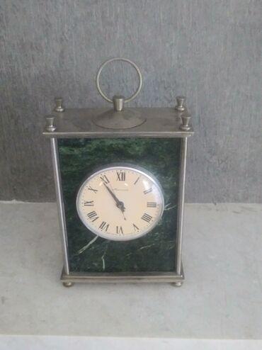 Antikvar mexaniki kamin saatı.Çox qiymətli Malaxit daşı və