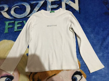 Benetton majica,vel.6-7 god.dužina 41cmgrudi 30cmrukav,od ramena 39cm
