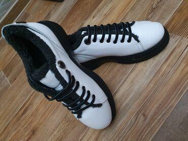 кий продажа в бишкеке в Кыргызстан: Продаю кожаный зимний обувь раз 37размер покупала за 5300 отдам за