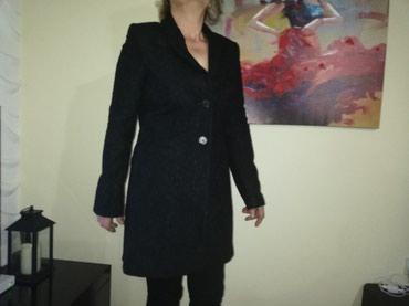 Kaput amisu placen - Srbija: Karl Lagerfeld original kaput. Prelep. Kao cipka deluje. Tezak i lepo