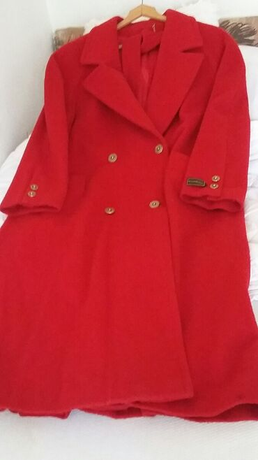 Crveni kaput za punije dame. Bez ikakvog ostecenja. Retko nosen. Xl