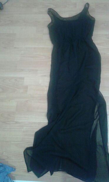 Crna prelepa haljina ima dva slica I postavu