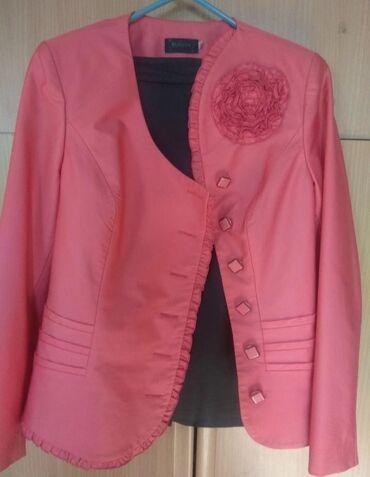 Розовый костюм двойка(низ черная атласная юбка),ь/у отличное