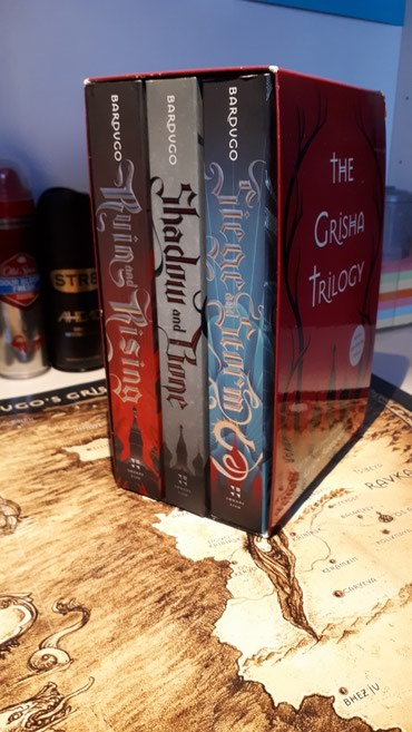 The Grisha Trilogy : Leigh Bardugo σε Athens
