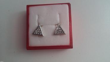 Nove mindjuse od srebra u obliku trougla sa po 10 cirkona,imaju zig - Belgrade