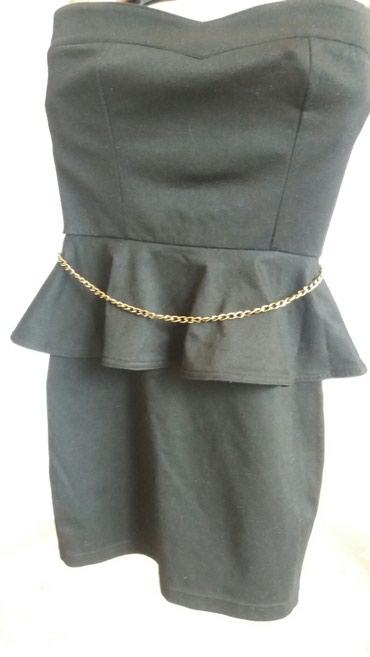 Elegantna crna zenska haljinica, sa zlatnim lancem oko struka, uska, - Krusevac