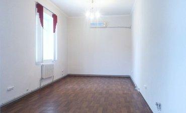 продаю часть 2 этажного кирпичного коммерческое здания    210 кв. м. 3 в Бишкек