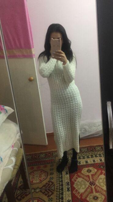 Продаю платье вязанное,нежно белого цвета,размер стандарт,состояние от