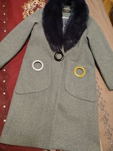 Teze paltodu 2,3 defe geyinilib. Tiftiyi, cirki yoxdu.Balaca defekti