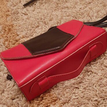 Продаю сумку с длинным ремешком, новая, можно носить как клатч