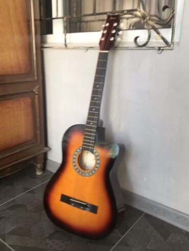 Спорт и хобби - Кировское: Продаю гитару ( в идеальном состояние ) почти новая