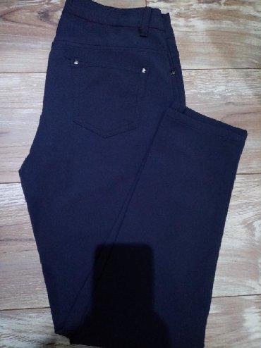 Elegantnije pantalone, elastične. 48 veličina. Poluobim struka