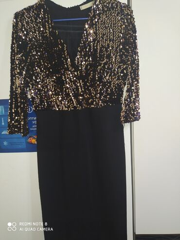 Очень красивое короткое платье размер 44-46