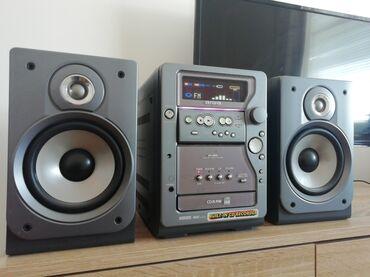 Muzička linija Aiwa XR MR5EZ. linija ima radio FM, CD čitač +CD