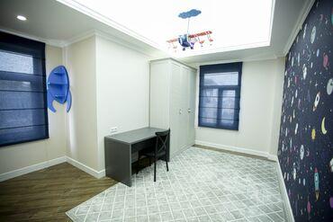 Продается квартира: 5 комнат, 200 кв. м