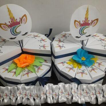 Din kaput - Srbija: Jednorog dekoracija.Pinjate 700 din, torte od kartona 40 din.po