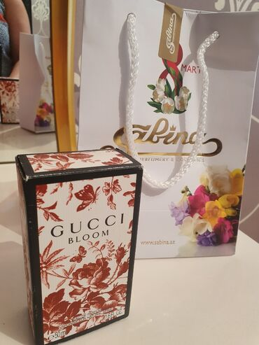 - Azərbaycan: Gucci Bloom. 50 ml. Original Sabina. Yenidir. Wekildeki oz