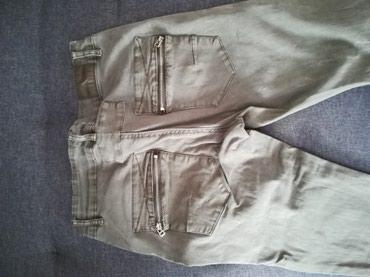 Super ocuvane maslinasto zelene pantalone u M velicini - Belgrade
