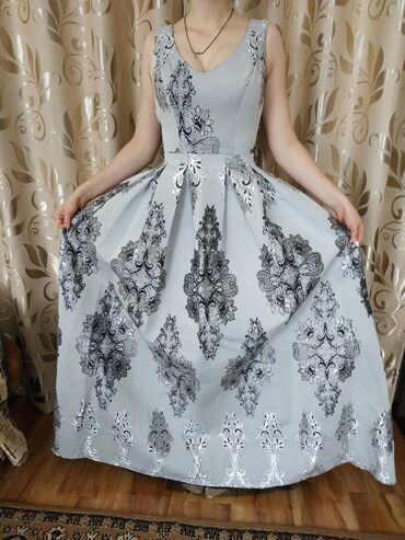 вечерние платье в пол в Кыргызстан: Продается шикарное платье, в отличном состоянии. Платье вечернее, объе
