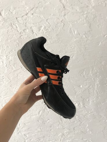 sportivnye brjuki adidas в Кыргызстан: Шиповки беговые Adidas