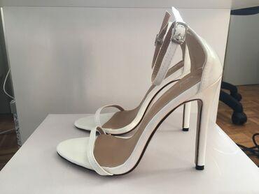 Bele sandale, nikad nisu nosene, broj 38