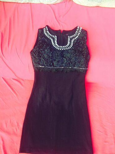 черно белая платья в Кыргызстан: Платье зелёное и юбка теплая по 100сом. Чёрное и чёрно-белое,красное