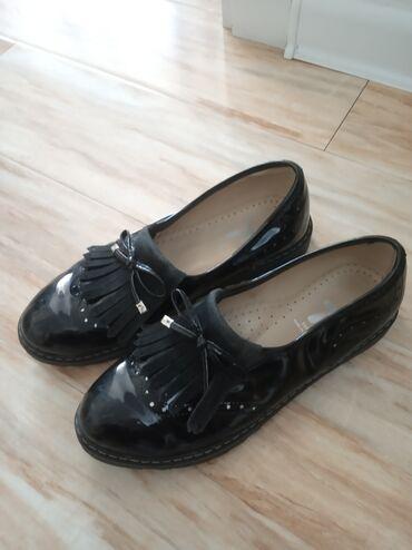 Туфли на девочку почти новые, 36 р