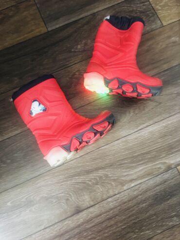 Продаю сапоги детские резиновые, на возраст 1-2,5 ( смотря какая ножка