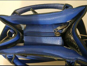 Тёмно синяя сумка с съёмным ремешком. Покупала в Казани. С ручками и