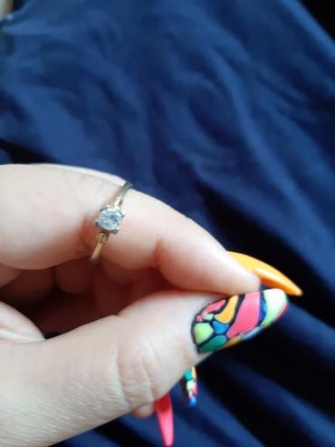 женское кольцо 19 размер в Кыргызстан: Продаю роскошное золотое итальянское кольцо 585° с бриллиантом в 0,9