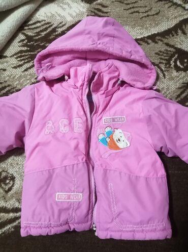 Dečije jakne i kaputi - Vrsac: Topla, postavljena jakna. Dosta debela. Savrsena za zimu. Za devojcicu