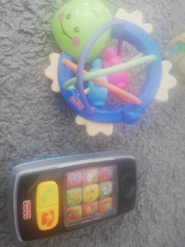 Fisher price - Srbija: Fisher price zvecka i telefon, bez ostecenja, telefon ispravan, svetli