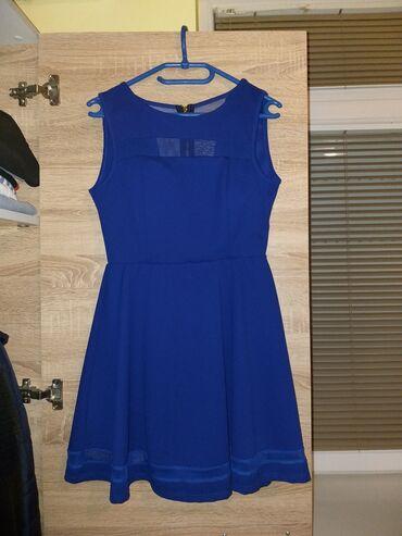 Prelepa, kraljevsko plava haljina, jako lepo stoji, lagana za nošenje