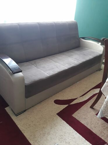 Tək divan açılır,baza var.140manata satılır.unvan:Sabunçu rayonuQanboy