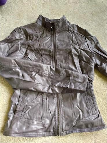 Женская одежда в Беловодское: Кожаная куртка размер Мсерого цвета в хорошем состоянии 250с