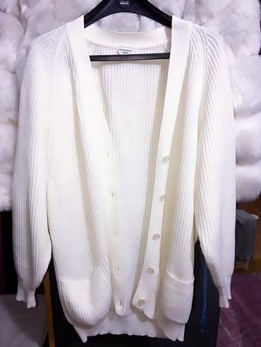 Beli-kardigan - Srbija: Dugački beli kardigan. Naznačena veličina s-m, ali baggy je i