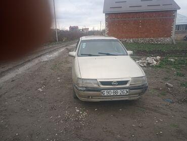 Opel Vectra 1.8 l. 1992 | 305 km