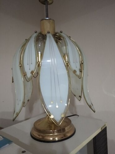 Stolna lampa ispravna odlicno ocuvana