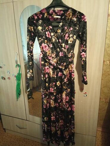 Новое платье из королевского бархата. Сидит шикарно. 46-48 размер