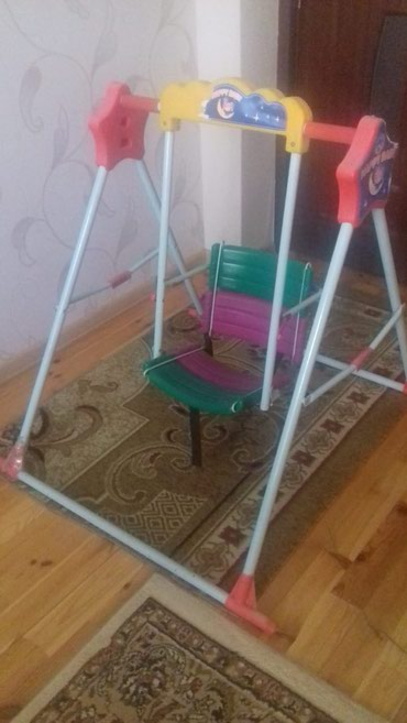 Bakı şəhərində Uşaq yellənçəyi satılır (1-6 yaş)