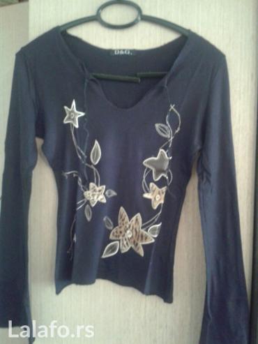 Majica uz telo,sa koznim cveticima,vel s/m,boja crna,ocuvana,turska in Novi Sad