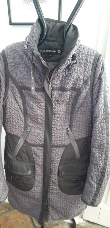 Jakna CreenstoneItalijanska jakna, prati liniju tela i savršeno stoji