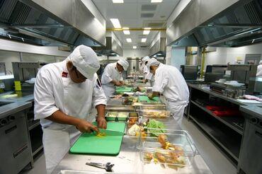 работа на каждый день с ежедневной оплатой in Кыргызстан | ДРУГИЕ СПЕЦИАЛЬНОСТИ: На кухню требуется техничка- помощник. Работа не сложная. График с